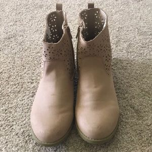 Girls Gymboree booties. Size 3